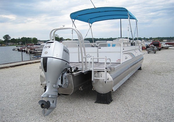 Honda motor on pontoon boat