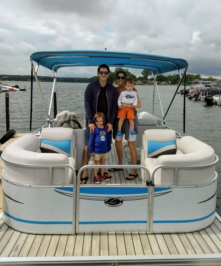 Family renting pontoon for day on lake